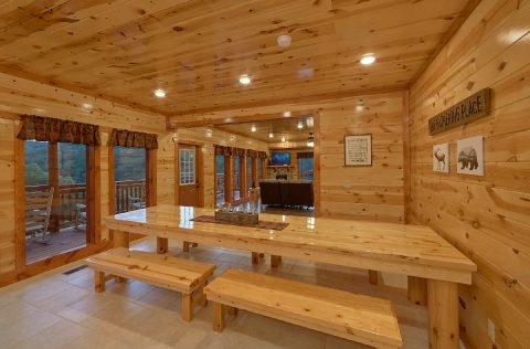 6 Bedroom Cabin with Large Dining Area - 1 Amazing Lodge
