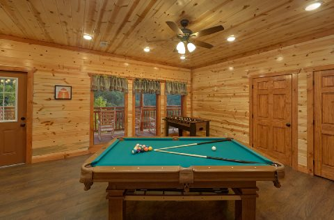 Luxury 6 Bedroom Cabin with Game Room Sleeps 14 - 1 Amazing Lodge