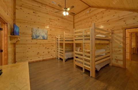Twin Bunkbeds with Flatscreen TV Sleeps 14 - 1 Amazing Lodge