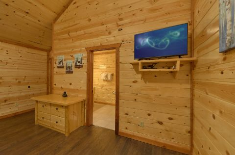Twin Bunkbeds with Flatscreen TV - 1 Amazing Lodge