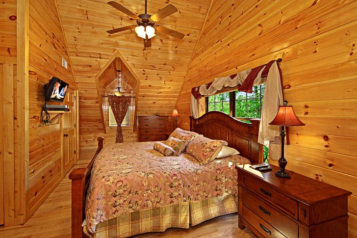 Cabin with King Sized Bed - 2 Good to be True