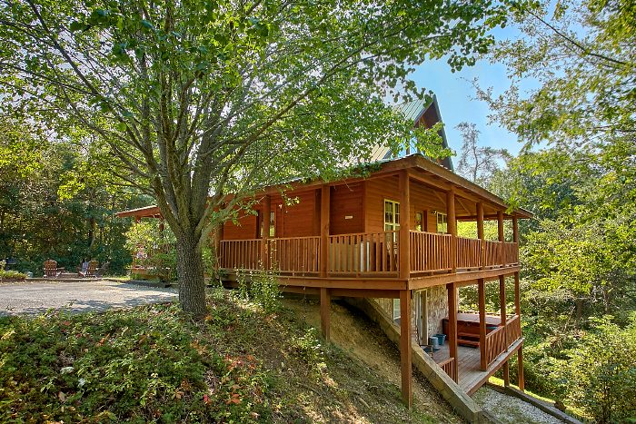 Private 2 Bedroom Cabin with Theater Room - 2 Tranquil 4 Words