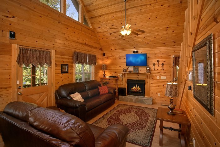Luxurious 2 Bedroom Cabin with Fireplace - 2 Tranquil 4 Words