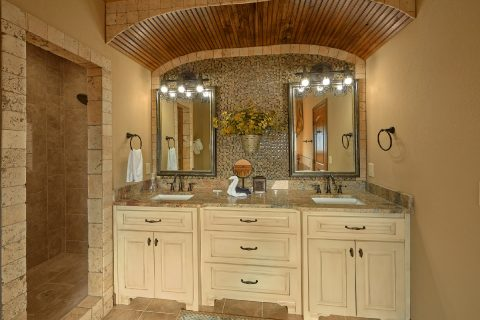 Spacious Bathroom Master Suite - 2nd Choice