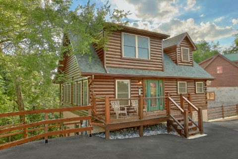5 Bedroom Cabin with Private Indoor Pool - 3 Little Bears