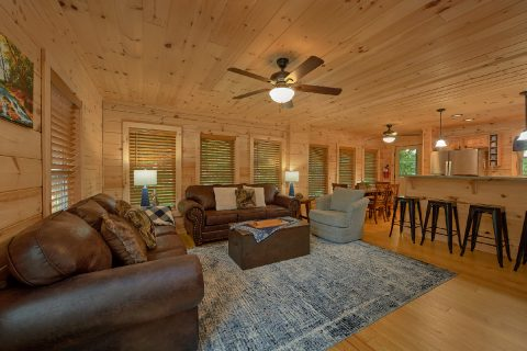 Spacious 5 Bedroom Cabin with Living Room & WiFi - 3 Little Bears