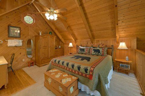 Loft King bedroom 1 Bedroom Cabin - 4 Little Bears