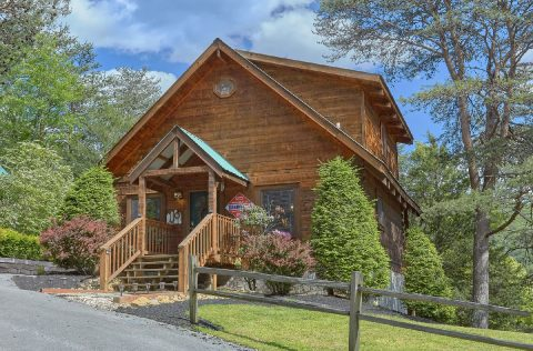 1 Bedroom Honeymoon Cabin with Wooded Views - 4 Little Bears