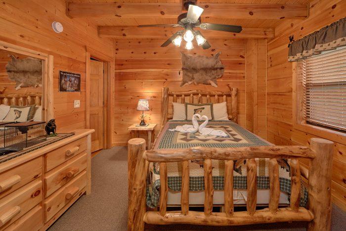 2 Main Floor Bedrooms Cabin Sleeps 6 - 4 Paws