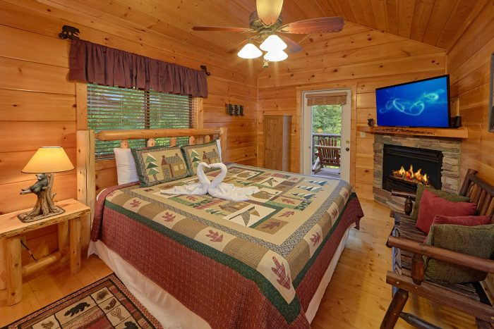Master Bedroom with Full Bath - 4 Paws