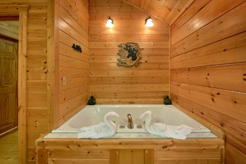 Master Bedroom with Jacuzzi Tub - 4 Paws