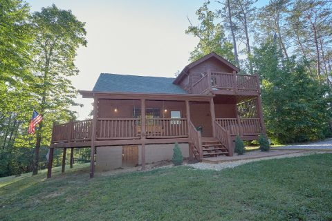 2 Story 3 Bedroom Cabin Sleeps6 With Yard - 4 Paws