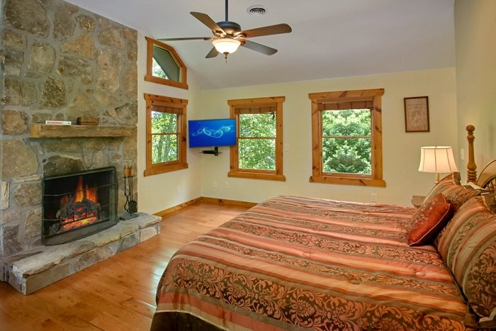 King Suite with Fireplace and Flat Screen TV - 4 Seasons Gatlinburg