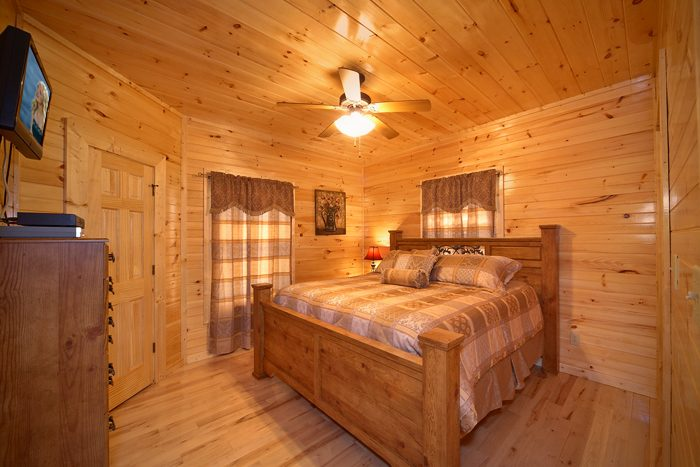 Smoky Mountain Cabin with Luxurious King Beds - 5 O'Clock Somewhere