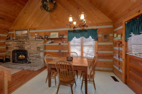 Wears Valley Cabin with Dining room for 6 - A Bear Adventure