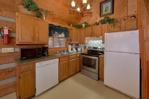 Rustic 2 bedroom cabin with full kitchen - A Bear Adventure