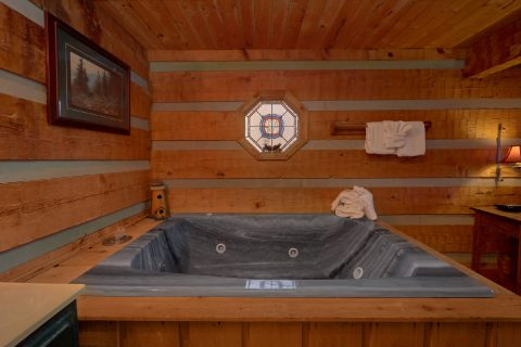 Private Jacuzzi Tub in King bedroom - A Bear Adventure