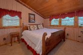 Rustic cabin with 2 King Bedrooms and baths