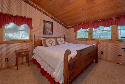Rustic cabin with 2 King Bedrooms and baths - A Bear Adventure