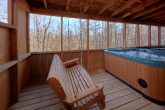 2 bedroom cabin with Hot Tub