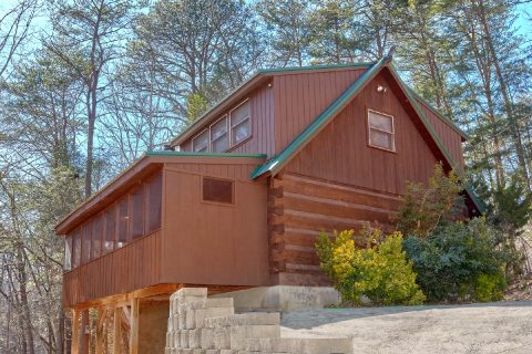 Rustic Cabin with Screened porch and fire pit - A Bear Adventure