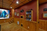 2 bedroom cabin with Luxurious Theater Room
