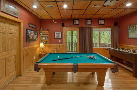 Cabin with Pool table, Game Room and Theater - A Bear Affair