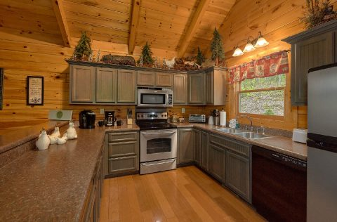 Full Kitchen in 2 bedroom theater cabin - A Bear Affair