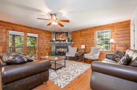 Gatlinburg 1 Story 5 Bedroom Cabin - A Bear Creek