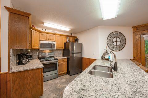 Luxurious 5 Bedroom Cabin Large Open Kitchen - A Bear Creek