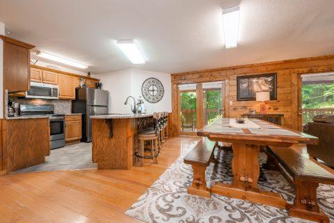 Gatlinburg 1 Story 5 Bedroom Cabin Sleeps 20 - A Bear Creek