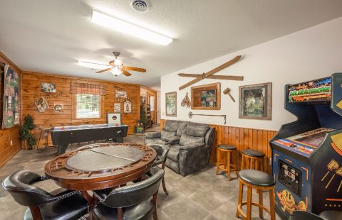 Spacious Game Room 5 Bedroom Cabin - A Bear Creek