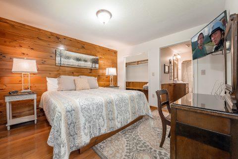 Master Bedroom King Bed Main Level - A Bear Creek