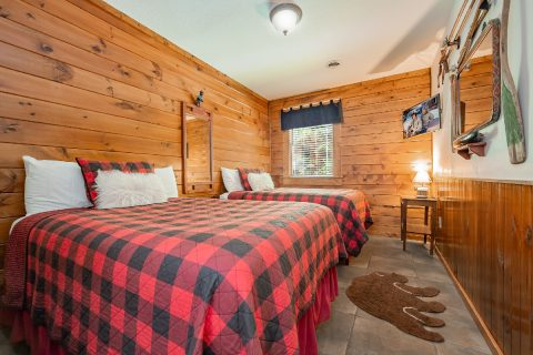 Large Bedrooms with 2 Queen Beds - A Bear Creek