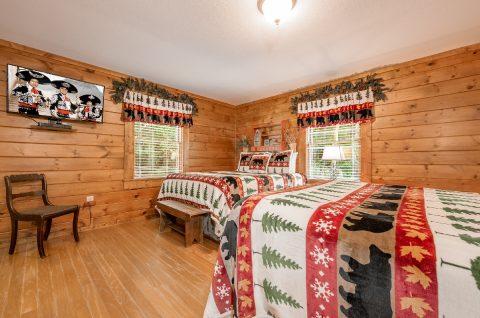 5 Main Floor Bedrooms Sleeps 20 Gatlinburg - A Bear Creek