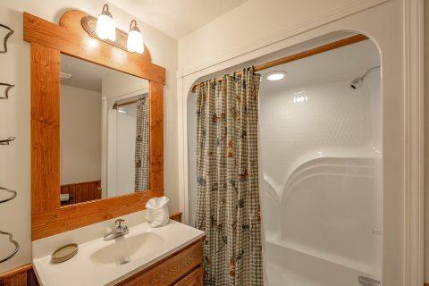 A Bear Creek 5 Bedroom Cabin Gatlinburg - A Bear Creek