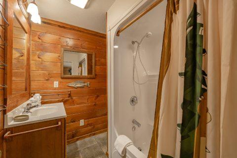 Gatlinburg 5 Bedroom 4 Bath Cabins Sleeps 20 - A Bear Creek