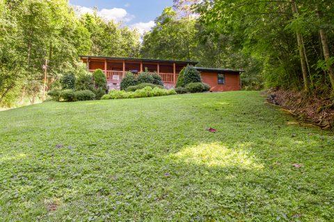 Large Yard 5 Bedroom Cabin Sleeps 20 - A Bear Creek