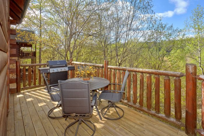 Cabin with hot tub picnic table and gas grill - A Bear Endeavor