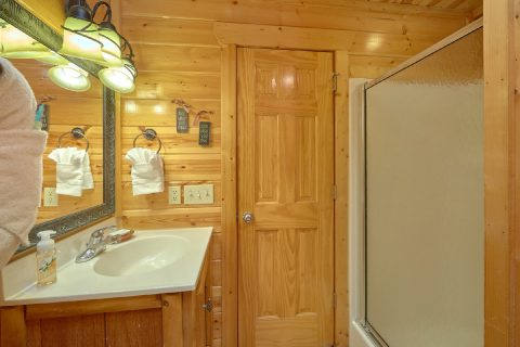 2 bedroom cabin with king bed and private bath - A Bear Endeavor