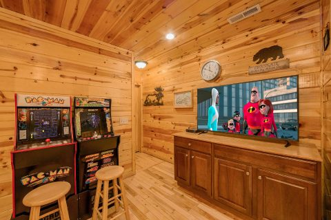 Cabin with Arcade Games in Game Room - A Bear Endeavor