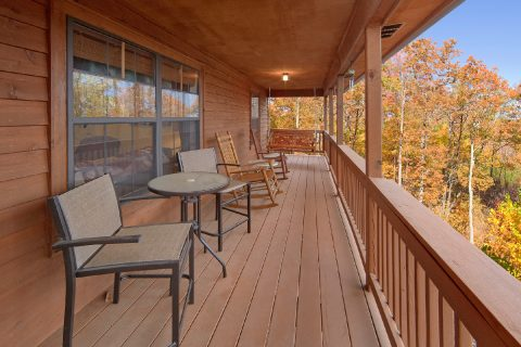 2 Bedroom Cabin with Outdoor Eating Space - A Bear Trax