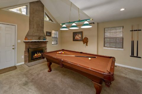 Private 2 Bedroom Cabin with Pool Table - A Bears End