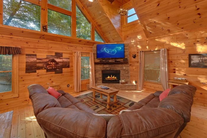 Premium 2 Bedroom Cabin with Fireplace - A Bear's View