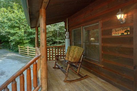 Large 2 Bedroom Cabin with Rocking Chairs - A Bear's View