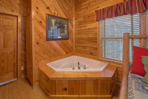 Cabin with Private Jacuzzi Tub in King Bedroom - A Beary Happy Place