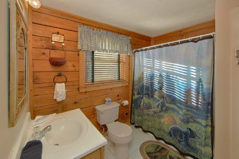2 Bedroom Cabin near downtown Pigeon Forge - A Beary Happy Place