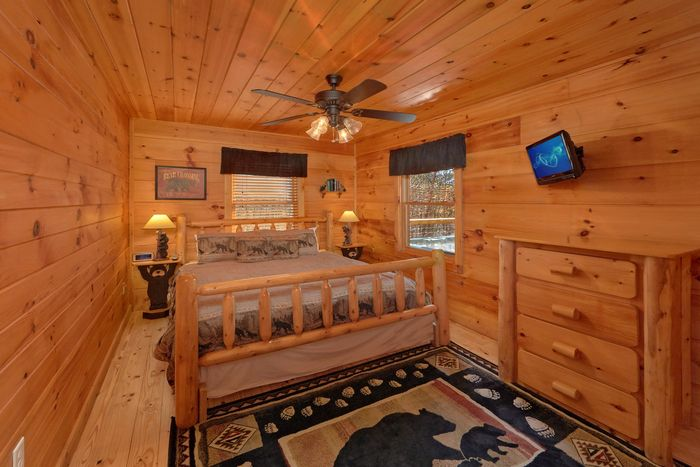 King Sized Bedroom in Cabin - A Beary Special Place