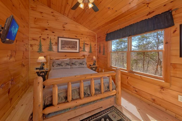 Cabin with Queen Sized Bed - A Beary Special Place