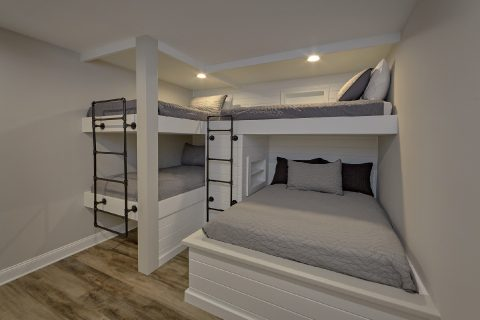 Bunk Beds for 5 guests in Luxury cabin rental - A Castle in the Clouds